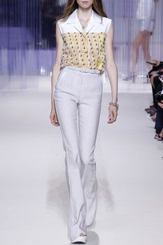 CARVEN – SS16 – PREORDER www.precouture.co... PRECOUTURE.COM is the first European website offering the possibility to preorder the looks straight from the runway. Order your looks now and wear them before anyone else, before it hits stores!