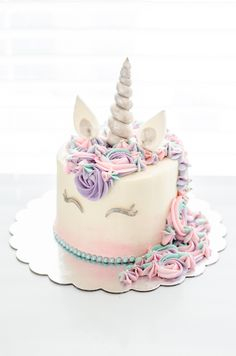 Best 12 Watch and learn how to make a magical tiered unicorn cake! This two-tiered sparkling unicorn Unicorn Themed Birthday, Birthday Cake, Birthday Ideas, Beautiful Cakes, Amazing Cakes, Mini Cakes, Cupcake Cakes, Oreo Cupcakes, Salty Cake