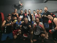 Treino de sexta feira à noite! 🏆🏆🏆 #streetboxing #boxeolimpico #narua #thugboxingteam #brasilia #boxederua #r8centrodelutas #rua
