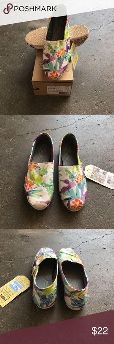 Women's TOMS White Birds Of Paradise Size 5.5 US Women's TOMS White Birds Of Paradise Size 5.5 US TOMS Shoes Sneakers
