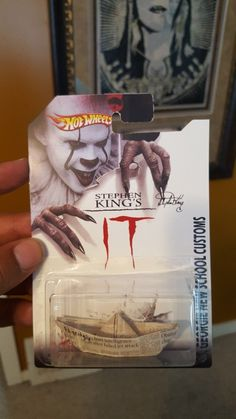 new limited edition of hot wheels Stephen King IT S. Funny Horror, Horror Art, Scary Movies, Horror Movies, Movie Memes, Funny Memes, Der Joker, Pennywise The Dancing Clown, Images Gif