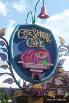 Enjoy two new Gourmet Cake Cups at Disney World's Cheshire Cafe: White Chocolate Rabbit and Queen of Hearts Strawberry Shortcake! Disney World Magic Kingdom, Disney World Trip, Disney Vacations, Disney Snacks, Disney Food, Walt Disney, Chocolate Rabbit, Chesire Cat, Disneyland Food