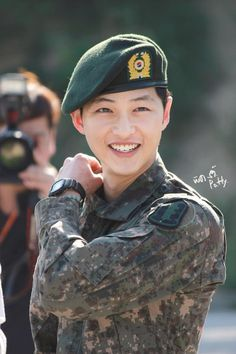 Song Joong Ki 송중기 has officially finished military service on May 26th 2015.