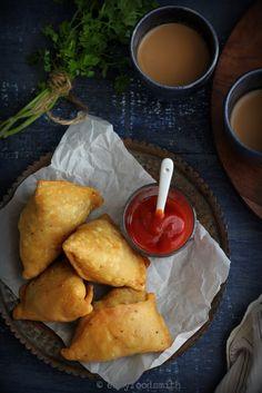 Indian Food Recipes, Asian Recipes, Samosa Recipe, Vegetarian Snacks, Tea Time Snacks, Food Presentation, Street Food, Food Photography, Good Food