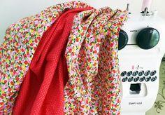 Contoh sarung bantal dalam tutorial ini ada dua ukuran, yaitu bujur sangkar 21″ dan 13″. Tapi tentu saja ukurannya dapat Anda sesuaikan dengan kebutuhan dan kreasi sendiri.Untuk memper…