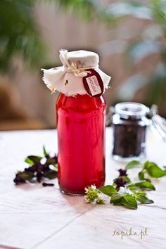 Topika: Syrop z bazylii My Favorite Food, Favorite Recipes, Herb Recipes, Polish Recipes, Growing Herbs, Hot Sauce Bottles, Beets, Syrup, Preserves