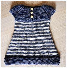 Petite robe tricotée d'une seule pièce.