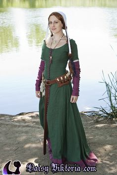 Created for a themed event, this is an late 14th / early 15th century historical take on Morgan Le Fey by Daisy Viktoria of Far\erie Queen Costuming