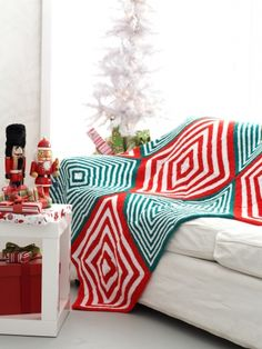 Mitered Christmas Blanket - Free Knitted Pattern - (yarnspirations)