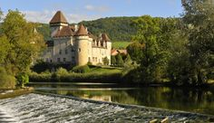 Le Château de Cléron se reflétant dans la Loue, Doubs. Franche-Comté. Château_de_Cléron_02_OT_Ornans.jpg (950×550)