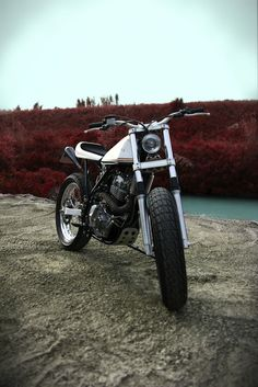 1985 Suzuki DR600 - Fuchs - Inazuma Cafe Racer