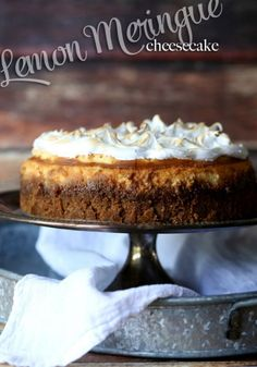 creamy lemon cheesecake topped with a perfect layer of meringue! creamy lemon cheesecake topped with a perfect layer of meringue! Lemon Desserts, Köstliche Desserts, Lemon Recipes, Sweet Recipes, Baking Recipes, Delicious Desserts, Dessert Recipes, Plated Desserts, Cookie Recipes