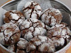 Čokoladni razpokančki, ki se topijo v ustih so naravnost odlični. Čokoladni razpokančki so piškoti za čokoholike.