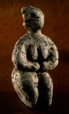 Erdinç Bakla, variation on Çatalhöyük, earthenware, 9x7x18 cm, 1994