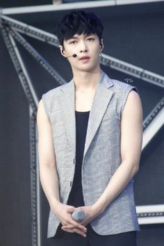 Lay - 140815 Exoplanet #3 - The EXO'rDium in Seoul Credit: 별빛.