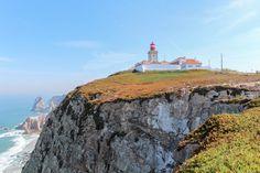 """Das vermeintliche """"Ende der Welt"""" befindet sich in Portugal, nur rund 20 Kilometer von der Hauptstadt Lissabon entfernt. Das Cabo da Roca gehört zum Kreis Sintra und ist von dort aus mit dem Bus zu erreichen."""