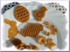 Fleurs, papillons et décors en pâte fruitée biscuitée pour décors de gâteaux.