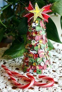 Scrapbook Paper Christmas Tree- heart shaped punch with Christmas themed scraps. Tabletop Christmas Tree, Unique Christmas Trees, Homemade Christmas Decorations, Miniature Christmas Trees, Mini Christmas Tree, Christmas Tree Toppers, Holiday Crafts, Christmas Ornaments, Christmas Ideas