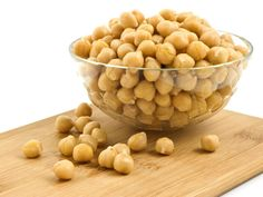 Chickpea and Roasted Garlic Soup This recipe for radiant skin will help clear up complexion problems and boost the immune system. Delicious Fruit, Yummy Snacks, Chickpeas Benefits, Zinc Rich Foods, Vegetarian Protein Sources, Dog Food Recipes, Healthy Recipes, Healthy Foods, Healthy Nutrition
