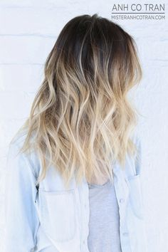 A very pretty blonde ombre with gentle waves. a nice summer look desgaste de puntas Blonde Hair With Roots, Dark Hair, Blonde Hair Dark Roots Balayage, Black Blonde Hair, Blonde Hair Tips, Bright Blonde, Blonde Brunette, Blond Ombre, Ombre Hair Color