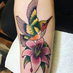 125 Best Hummingbird Tattoo Ideas for 2019 - Wild Tattoo Art Upper Arm Tattoos, Side Tattoos, Body Art Tattoos, Tattoos For Guys, Tattoo Art, Future Tattoos, Tattoo Drawings, Soft Tattoo, Wild Tattoo