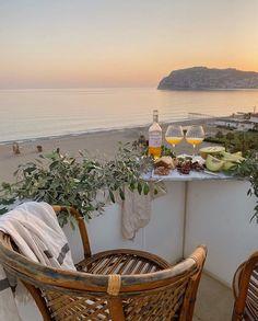 i wanna go on a vacation so bad beach / luxury / rich European Summer, Italian Summer, French Summer, Summer Aesthetic, Travel Aesthetic, Aesthetic Fashion, Sky Aesthetic, Flower Aesthetic, Places To Travel