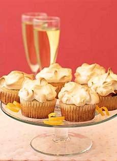 Meringue Topped Lemon Curd Cupcakes | DianasDesserts.com