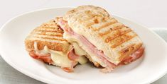 Easy-to-make sandwiches such as grilled cheese and peanut butter and jelly are simple comfort food. See all the ways you can enjoy sandwiches cheaply. Sandwich Bar, Sandwich Jamon Y Queso, Cheese Sandwich Recipes, Dinner Sandwiches, Panini Sandwiches, Toast Sandwich, Delicious Sandwiches, Ham Recipes, Cooking Recipes