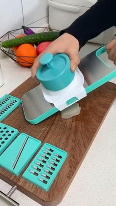 Must Have Kitchen Gadgets, Cool Gadgets To Buy, Kitchen Tools And Gadgets, Home Decor Hooks, Diy Room Decor, Kitchen Items, Kitchen Products, Home Gadgets, Cool Inventions