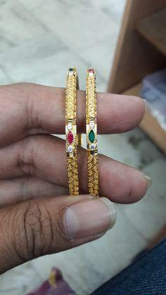 Gold Temple Jewellery, Gold Wedding Jewelry, Gold Jewelry Simple, India Jewelry, Bead Jewelry, Pendant Jewelry, Jewelery, Plain Gold Bangles, Gold Bangles Design