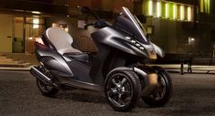 three wheel motorbikes for adults | Peugeot HYbrid3 Evolution: Three-Wheel Drive, Hybrid Scooter Concept ...
