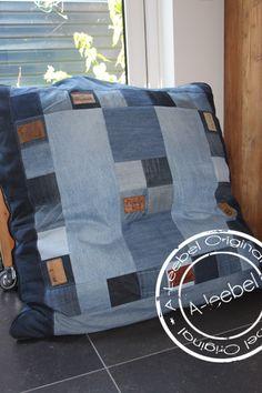 Handmade comfortabel groot  lounge- of zitkussen, van old jeans gemaakt.