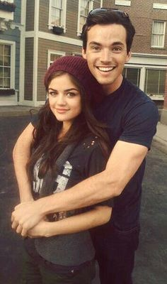 Photo of Ian Harding Lucy Hale for fans of Pretty Little Liars TV Show 13723530 Aria Montgomery, Ian Harding, Lucy Hale, Ezra E Aria, Gilmore Girls, Abc Family, Pretty Little Liars Actrices, Films Netflix, Ezra Fitz