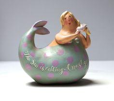 The Sea is Calling I Must Go Lovely Mermaid Gourd от mamagourds Mermaid Dolls, Mermaid Art, Mermaid Sculpture, Paper Mache Sculpture, Sculptures, Keramik Design, Large Scale Art, Mermaids And Mermen, English Artists