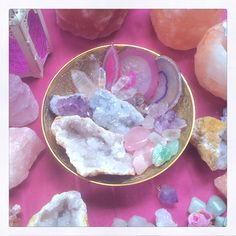 Healing rocks ~ rituals & ceremonies with mineral Crystal Magic, Crystal Grid, Crystal Healing, Crystals And Gemstones, Stones And Crystals, Gem Stones, Healing Rocks, Crystal Aesthetic, Rock Collection
