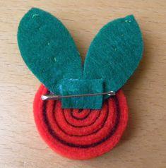 Este Sant Jordi regala una rosa diferente: un broche que podrá llevar siempre que quiera en su ropa, en el bolso, en una mochila, etc.rea... Flower Pots, Art For Kids, Arts And Crafts, Handmade, Diy, School, Fun Crafts, Crafts For Kids, Felt Brooch