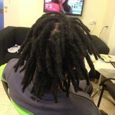 אין דבר יותר כיף מלעשות ראסטות בשיער אתיופי. אני רוצה לספר על התהליך, ולמה כדאי לשים לב בשיער מקורזל לעומת שיער אחר. גשאו ביקש ראסטות דקות, אבל לא דקיקות מידיי...