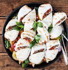 Gegrillte Calamaretti mit bunten Tomaten