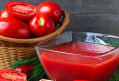 See everything you need to know on how to make and can tomato juice using fresh tomatoes. What you should do, and more importantly what NOT to do! Fresh Tomato Juice Recipe, Homemade Tomato Juice, Canning Tomato Juice, Tomato Juice Recipes, Homemade Vegetable Soups, Healthy Juice Recipes, Canning Tomatoes, Healthy Juices, Smoothie Recipes
