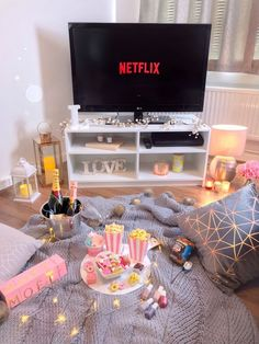 Parents, are you looking for a few great date night ideas this Valentine's Day? … Parents, are you looking for a few great date night ideas this Valentine's Day? Check out these great ideas for the perfect date night. – Kreative in Life Fun Sleepover Ideas, Girl Sleepover, Sleepover Party, Slumber Parties, Sleepover Snacks, Romantic Date Night Ideas, Romantic Dates, Romantic Surprise, Romantic Honeymoon