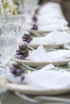 Decoración de mesas con lavanda.. Ideas originales pare incorporar la lavanda en tu boda.