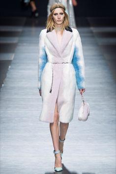 Sfilata Versace Milano - Collezioni Autunno Inverno 2016-17 - Vogue