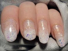Ida-Marian kynnet / White gradient with glitter / #Nails #Nailart