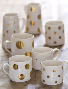 Spice up old dishware with this tutotial from www.lilikoijoy.com. How to Make a Gold Polka Dot Vase. #polkadots #DIY #ontrend