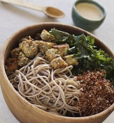 Soba Noodle and Kale Bowl with Crispy Tempeh and Tahini Sauce {vegan} - Letty's Kitchen