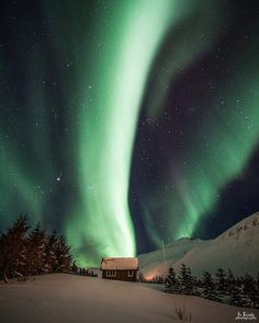 ~~Aurora borealis ~ Iceland by Frodi Brinks~~ Iceland Photos, See The Northern Lights, Cabins In The Woods, Aurora Borealis, Night Skies, Places To See, Cool Photos, Amazing Pictures, Around The Worlds
