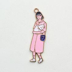 猫を抱えた女のチャームOリングを接続し、ヘアアクセサリー、イヤリング、ネックレス、キーリング、携帯の他アクセサリー小物など。。いろいろ活用できます。~~Size ->  1.1 * 4.7cm Accessories, Ornament