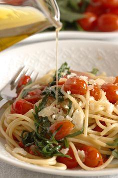 Spaghetti rucola, pomodori datterini e peperoncino