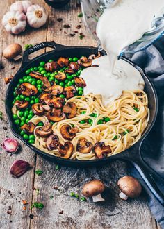 Vegan Carbonara with Coconut Bacon - Bianca Zapatka Vegan Dinner Recipes, Dairy Free Recipes, Vegan Recipes Easy, Pasta Recipes, Vegetarian Recipes, Macaroni Recipes, Creamy Mushroom Pasta, Creamy Pasta, Carbonara Pasta Sauce
