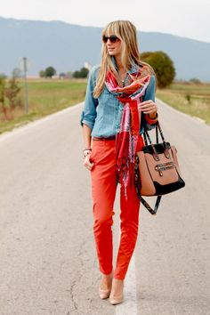 Chambray Shirt: Orsay, Red Pants: Calvin Klein Scarf, Sunglasses: Marc Jacobs, Shoes and Bag: Aldo Looks Style, Style Me, Street Chic, Street Style, Red Street, Street Fashion, Orange Pants, Peach Pants, Outfits Mujer